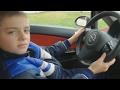 Berniukas sugalvojo pavairuoti tėvo automobilį, bet linksmybės baigėsi pasirodžius mamai