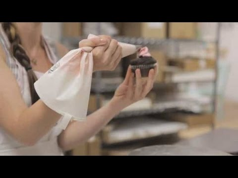How to Pipe a Rose Petal   Cupcake Decorating