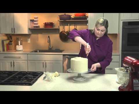 A Crumb Coat for Fondant Cakes