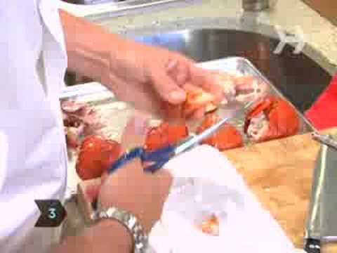 How to Remove Meat From a Lobster
