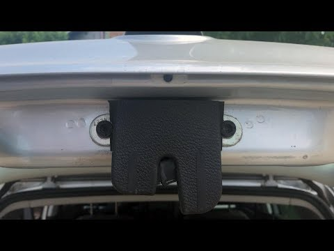 TUTORIAL: Demontare broasca incuietoare hayon portbagaj VW Golf 5 in 5 pasi