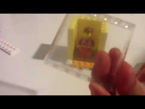 How to make a Lego minifigure display case