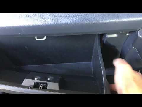 How to change a Suzuki Swift Air Conditioning Cabin Filter