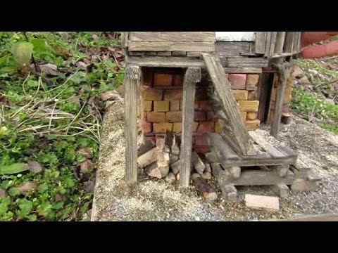 Building old house diorama