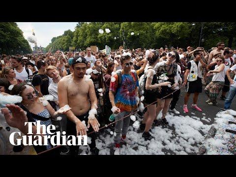 Berlin far-right protesters face techno wall of sound