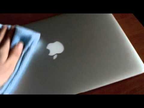 How to clean a Macbook Air
