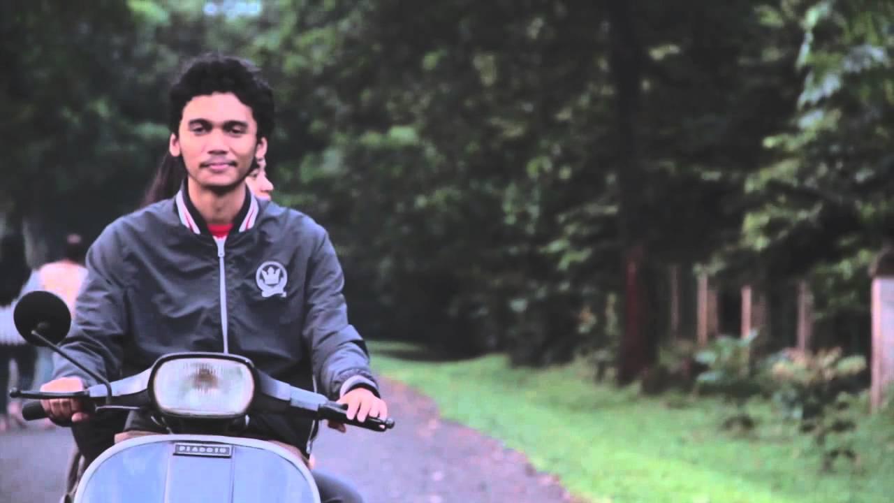 Download Payung Teduh - Berdua Saja (Video Clip) MP3 Gratis