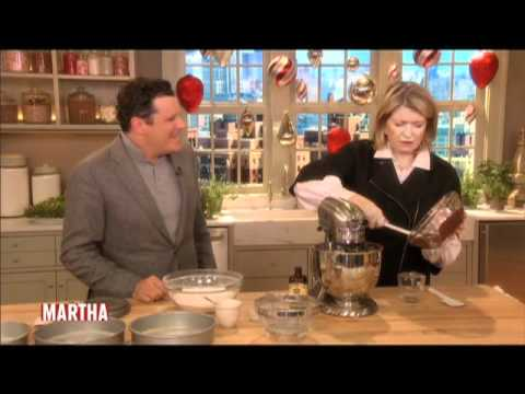 Martha and Isaac Mizrahi Bake a Cake⎢Martha Stewart