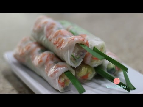 Vietnamese spring rolls with peanut butter sauce (Gỏi cuốn)