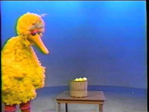 Sesame Street - Big Bird Catches a Ball