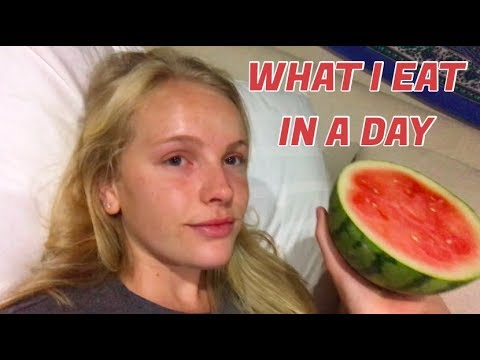 WHAT I EAT IN A DAY // college student