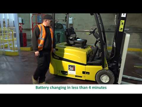 Changing the battery in your forklift truck