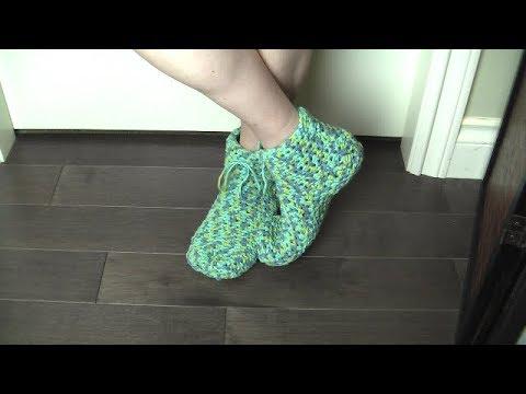 Crochet booties, one stitch