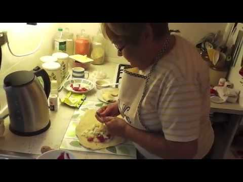 HOW TO MAKE A SWEET & SAVOURY CORNISH PASTY - WITH CORNISH NAN