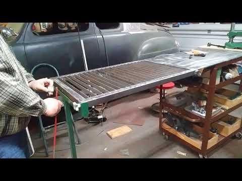 Fold-away plasma/cutting table