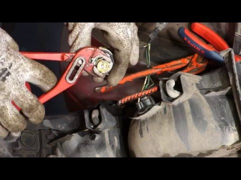 How to replace broken glass bulb in car