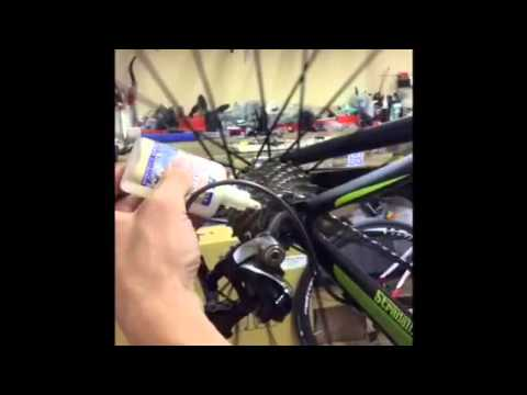 Stradalli Cycle Cleaning A Carbon Road Bicycle and Chain Lubing