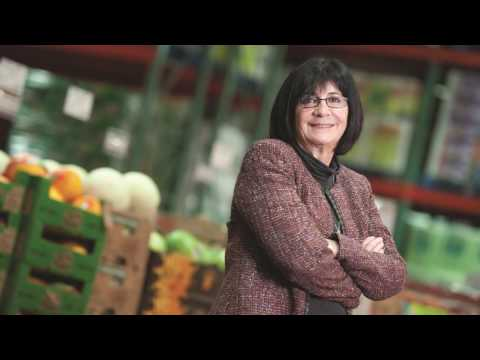 Louise Wendling, former Country Manager, Costco Canada, honoured with Lifetime Achievement Award