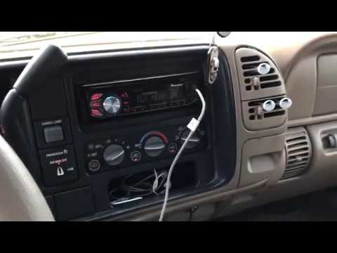 Kicker Comp 10 Series Subwofer Short Demo In A 1998 Chevy C1500 Extended Cab