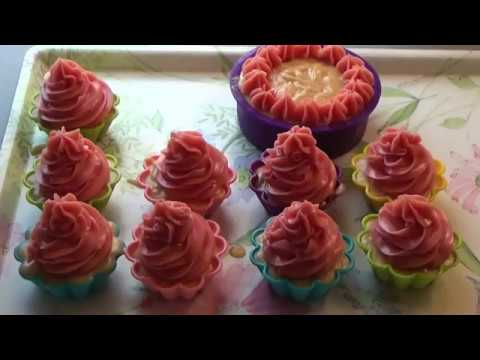 Making Chanel No'5 type cp cupcakes and mini cake