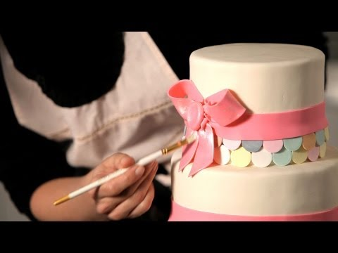 How to Paint a Metallic Finish | Wedding Cakes