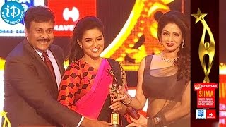 Asin Received Award from Chiranjeevi & Sridevi | SIIMA 2014 Youth Icon of South Indian Cinema