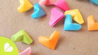 Cómo hacer estrellitas: http://bit.ly/ZZFi77 Suscríbete para más manualidades de papel: http://bit.ly/PonteCrafty  Visita la TIENDA en línea: http://www.holadiy.com  -------  ♥ TIENDA http://www.holadiy.com  ♠ SNAPCHAT craftingeekliz ♥ PINTEREST http://bit.ly/CGurlP ♦ INSTAGRAM http://instagram.com/craftingeek ♣ FACEBOOK http://bit.ly/craftingeek ♠ TWITTER http://www.twitter.com/craftingeek   Muchas gracias Nestor por enviarme el video original! de no haber sido por ti no sabria hacerlos y no habria grabado este tuto. Gracias!  En este video-tutorial te enseño paso a paso como hacer (mini corazones inflados de papel) corazones pequeños de papel que se ven  inflados, tipo 3d como las estrellitas de papel . Son muy muy faciles de hacer, pueden hacerlos en el tipo de papel de tu preferencia y utilizarlos para tu carta embotellada.   [ ENGLISH: Learn how to do little paper hearts. Find more at: http://wp.me/p4x3lk-1t5 ]  -------  Música: Kevin Macleod | www.incompetech.com