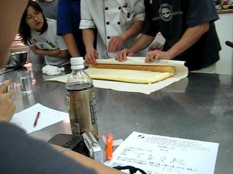 swiss roll baking video
