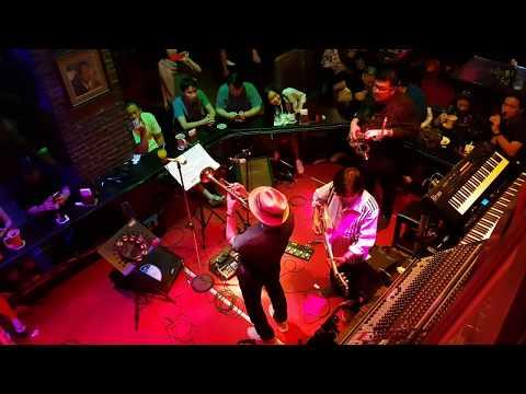 Great live band at the saxophone pub bangkok