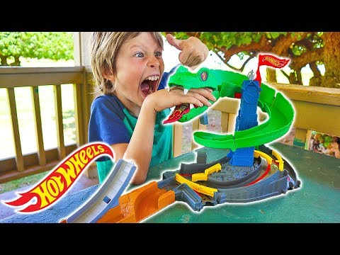 Hot Wheels City COBRA CRUSH ATTACK Toy Cars Set Unboxing + Giveaway!