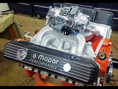 440 Chrysler Mopar Engine Building Part 10 - Oil Prime, Valve Covers, Intake Manifold & Carb