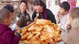 2斤洋芋,不煮不炖,这样做孩子们最爱,上桌都抢着吃!个个嘎嘣脆!【陕北霞姐】