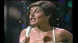 """HELEN REDDY - IT'S EASY TO SAY from the Movie """"10"""" - DUDLEY MOORE - THE OSCARS"""