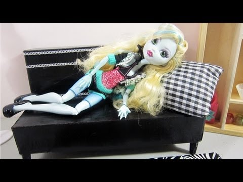 Make a doll sofa bed from recycled materials for your Monster High, Barbie doll - Doll Crafts