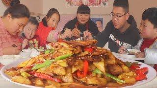 4斤五花肉,4个洋芋,霞姐做出烤肉味,弟弟说再来碗米饭!过瘾!【陕北霞姐】