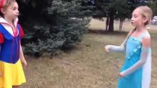 Snow White vs Elsa! Rap battle mini style!