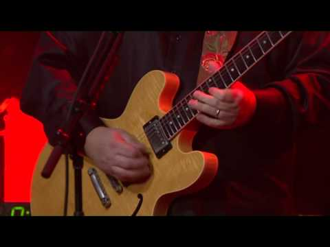 Air Guitar Contest: Win A Warren Haynes Signed Epiphone Limited Edition Les Paul!