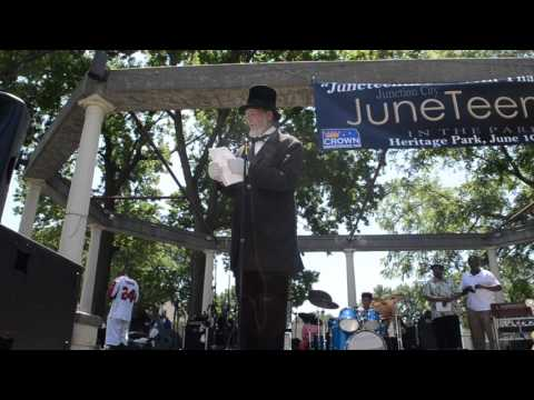 Abraham Lincoln impersonator reads the Emancipation Proclamation at Juneteenth 2017