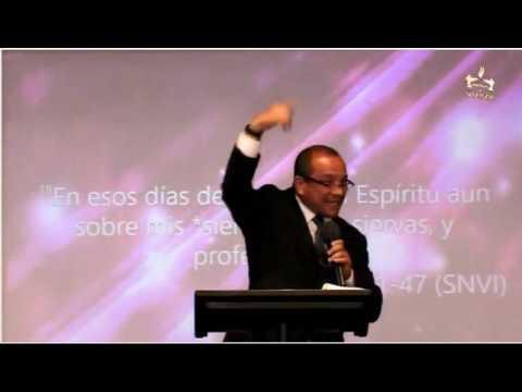 Pastor Oscar Junkar en Iglesia cristiana TDAdoracion Raleigh, NC