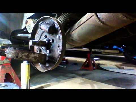 citoen saxo 1999 rear brake drum/shoes part 1