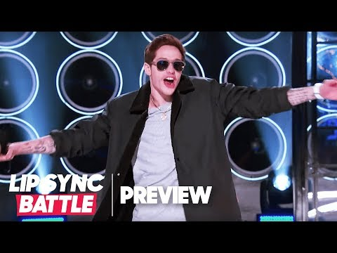 """An Embarrassed Pete Davidson Performs Justin Bieber's """"One Time"""" 
