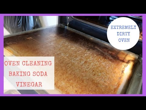 HOW TO CLEAN AN OVEN WITH BAKING SODA & VINEGAR || EXTREMELY DIRTY OVEN
