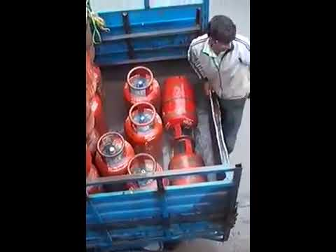 LPG cylinder GAS theft on the way in India video 2