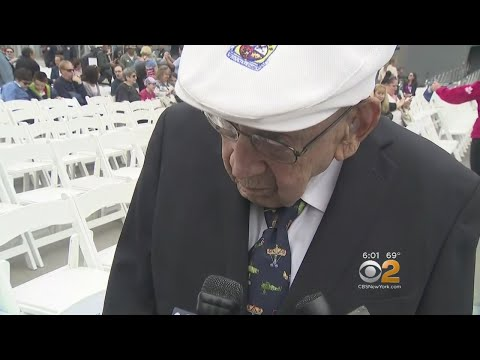 102-Year-Old WWII Vet Helps Lay Wreath At The Intrepid For Memorial Day