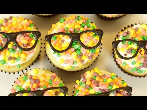 HOW TO MAKE CHAMPAGNE CUPCAKES - NERDY NUMMIES