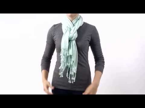 HOW TO TIE A SCARF - THE PRETZEL KNOT