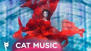 Download Lidia Buble - Sub apa (Official Video)