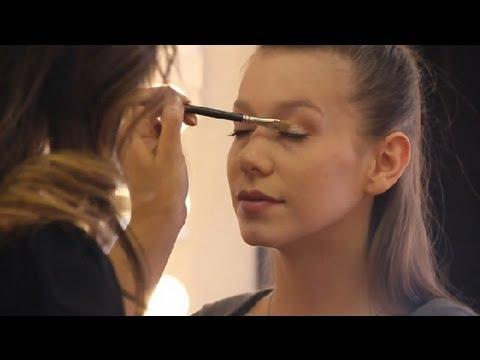 How to Do Makeup That Lightens Eyelids : Makeup Artist Secrets