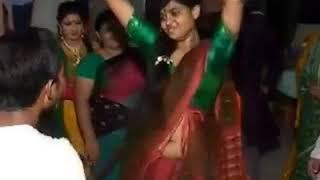 মাথা নষ্ট মামা এটা আমি কি দেখলাম   bangla  Girl Hot wedding dance 2017