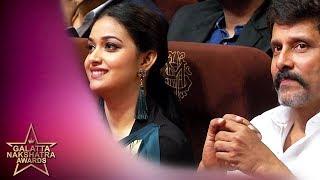 Saamy 2 Pair Vikram & Keerthy Suresh Are All Smiles | Galatta Nakshatra Awards | Chiyaan